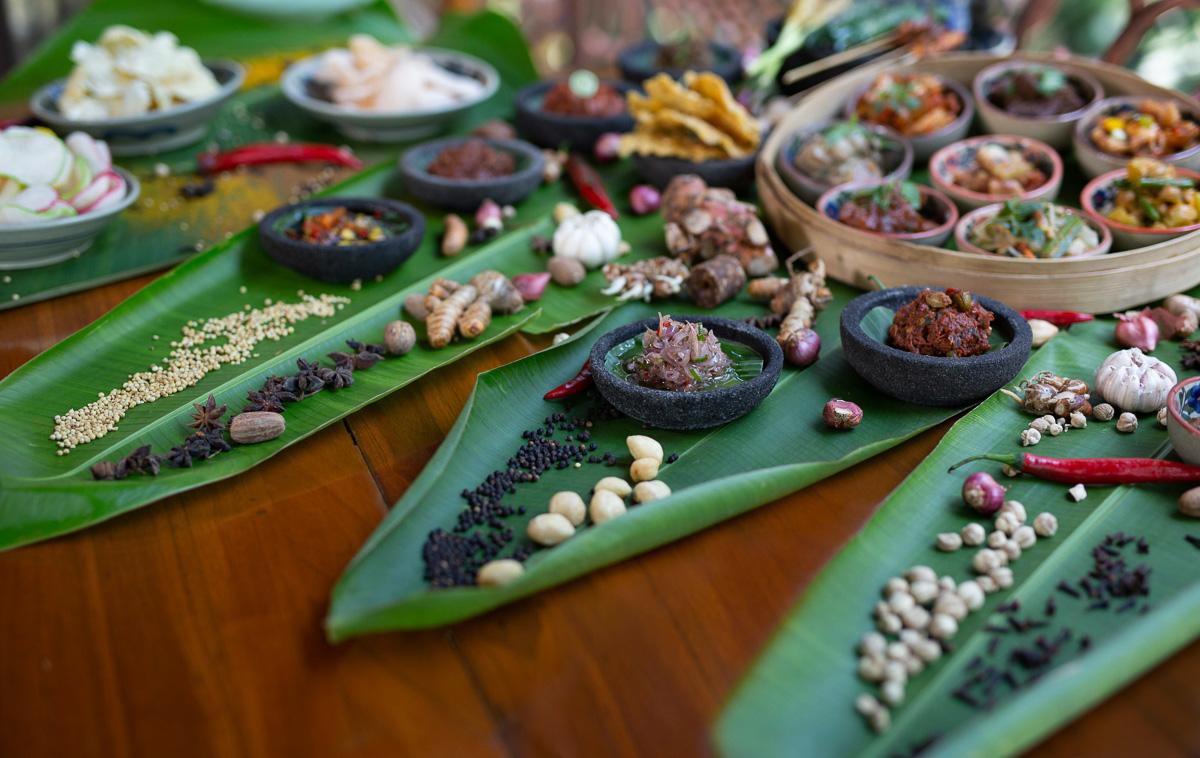 indische rijstafel at ayung resort ubud